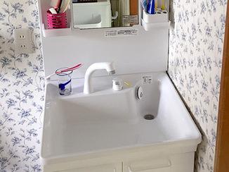 洗面リフォーム 白で統一し清潔感と高級感を感じる洗面スペースに