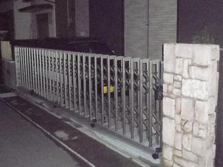 エクステリアリフォーム 防犯対策もしっかりしながら庭を駐車場に