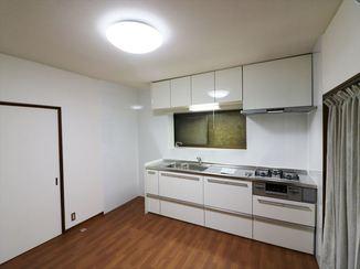 キッチンリフォーム 無駄を省いて、スッキリ明るい雰囲気のキッチンに