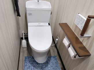 トイレリフォーム 換気扇や窓枠含めて一新し、広く快適になったトイレ