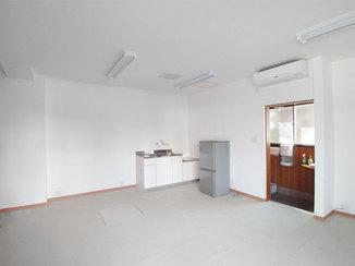 内装リフォーム 簡易キッチン設置と設備調整で、企業の事務所使いもできるお部屋に