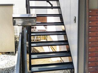 エクステリアリフォーム 見違えるほどキレイになり、安心して昇り降りできるようになった階段