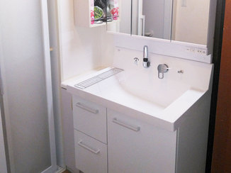 洗面リフォーム 既設の収納2点とあわせて使える洗面台