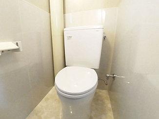 トイレリフォーム 周辺もお掃除しやすい、節水型のエコなトイレ