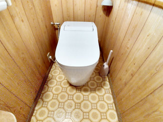 トイレリフォーム 便器取替の跡を残さずキレイに仕上げたトイレ