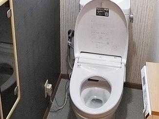 トイレリフォーム 使いやすさと清掃性を兼ね備えたスタイリッシュなトイレ