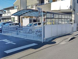 エクステリアリフォーム 出入りしやすい伸縮門扉と犬のフン被害を防止するフェンス